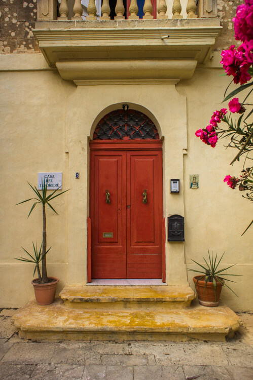 25x Windows and Doors on Malta: See the True Beauty of Valetta & Mdina by Walking Through the Streets! || The Travel Tester25x Windows and Doors on Malta: See the True Beauty of Valetta & Mdina by Walking Through the Streets! || The Travel Tester