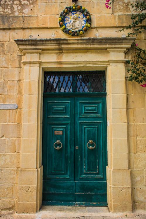 25x Windows and Doors on Malta: See the True Beauty of Valetta & Mdina by Walking Through the Streets! || The Travel Tester25x Windows and Doors on Malta: See the True Beauty of Valetta & Mdina by Walking Through the Streets! || The Travel Tester