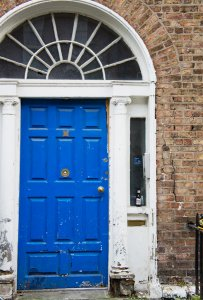 Art in Dublin, Ireland: Discover Unique Street Art, Statues and... Doors!    City Guide by The Travel Tester    #CityGuide #Ireland #Dublin #VisitIreland #VisitDublin #24HGuide #StreetArt #Doors
