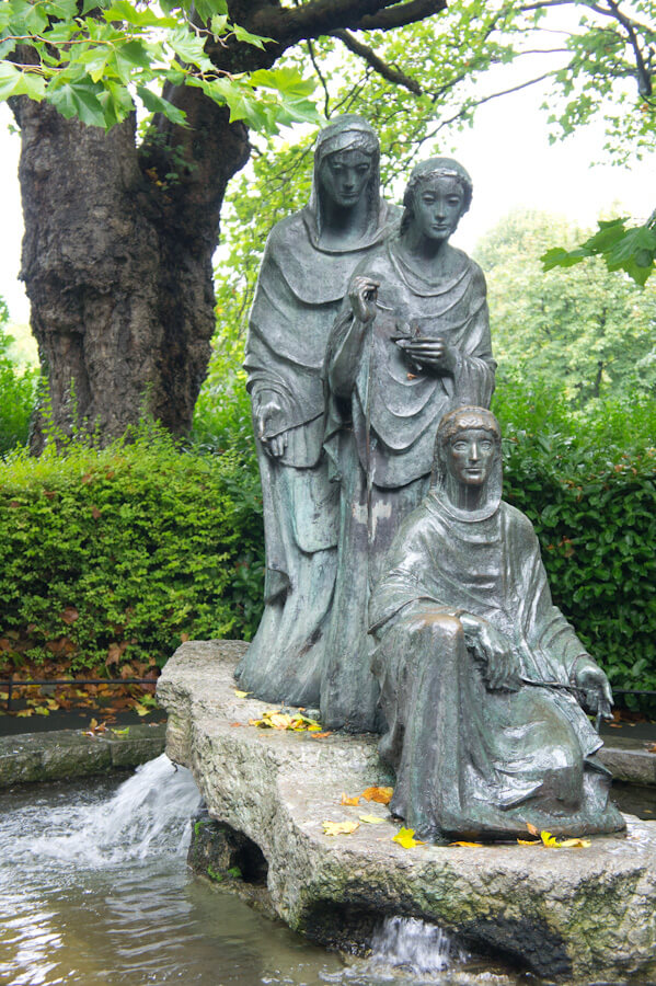 One day in Dublin? See the Highlights with these Tips!    City Guide by The Travel Tester    #CityGuide #Ireland #Dublin #VisitIreland #VisitDublin #24HGuide #Park #Statue