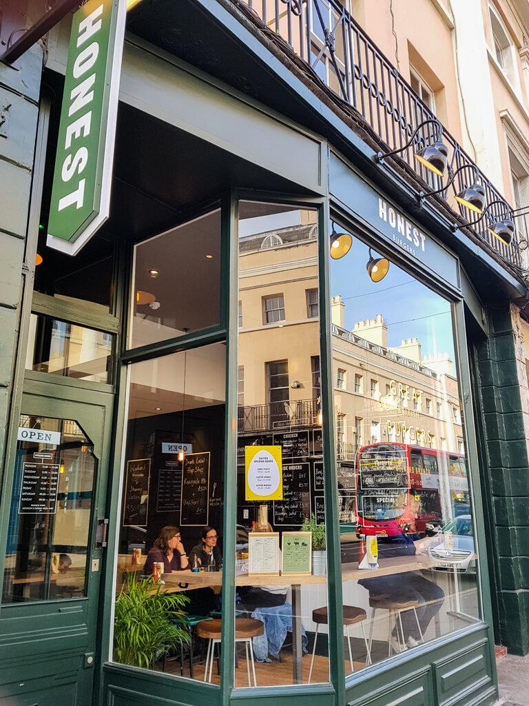 Honest Burger Greenwich Londen: Simple Burger Menu in London || The Travel Tester