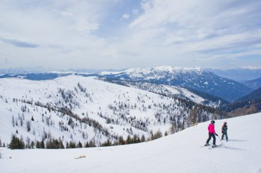 What to Pack for a Ski Trip? A Complete Skiing Checklist || The Travel Tester