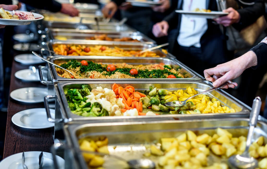 How to Waste Less Food While Travelling? Tips from an Expert! || The Travel Tester