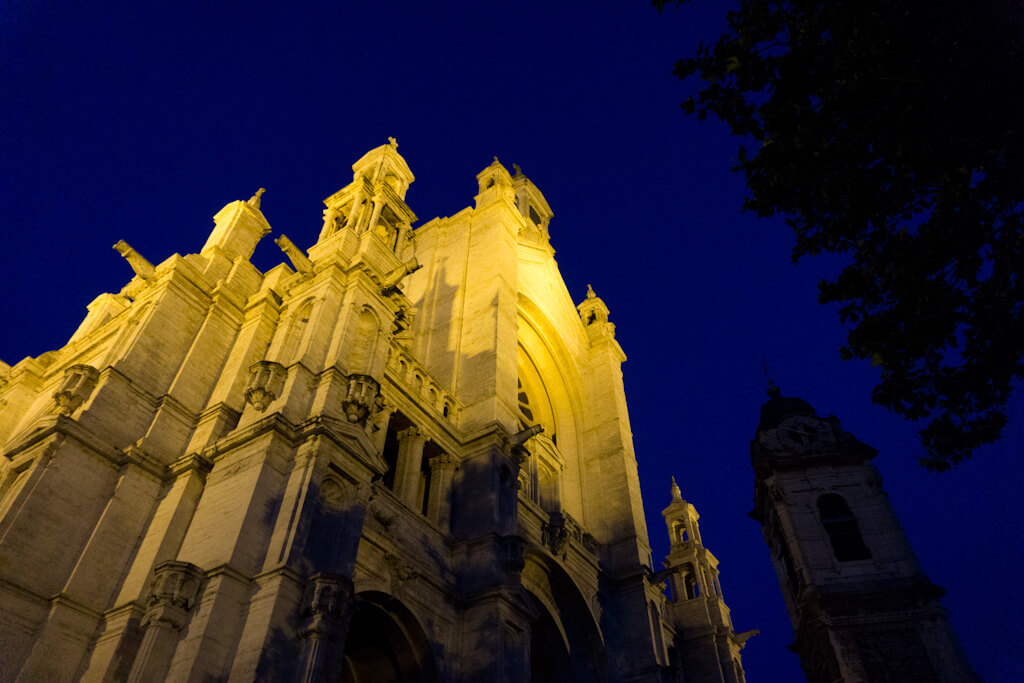 One Day in Brussels, Belgium? Complete Guide to a Perfect City Break    The Travel Tester    #Brussel #Brussels #Belgium #Travel #CityGuide #Belgie #Night #Church