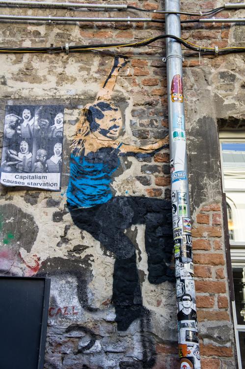 Street Art Berlin - Climbing