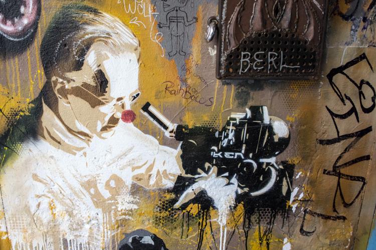 Street Art Berlin - Scientist Clown