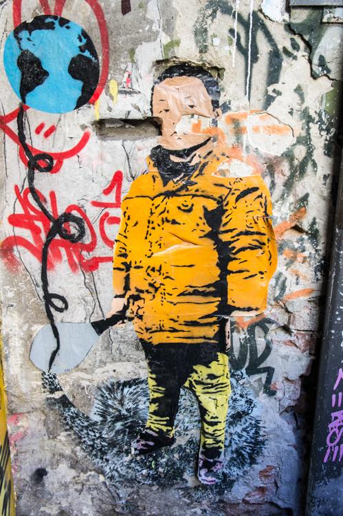 Streetart Berlin - Boy yellow Jacket