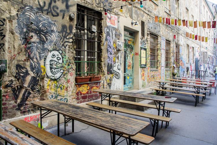 <!--:en-->Street Art Berlin: Exploring the Hackesche Höfe in 50 Photos<!--:--><!--:nl-->Straatkunst Berlijn: De Hackesche Höfe ontdekken in 50 Foto's<!--:-->